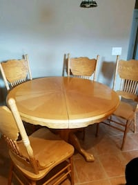 round oak table with seven chairs dining s Kelowna, V1W