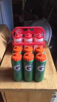 Green and red plastic tumblers great for teams