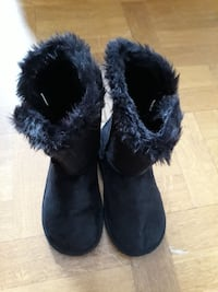 par svarta mocka fleece-fodrade snow booties