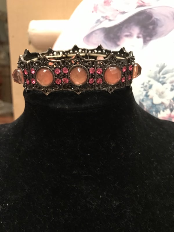 Beautiful Vintage Stretch Bracelet with gorgeous detail 2f7cf747-a1f0-4b2b-bdbf-54f81fdd7e55