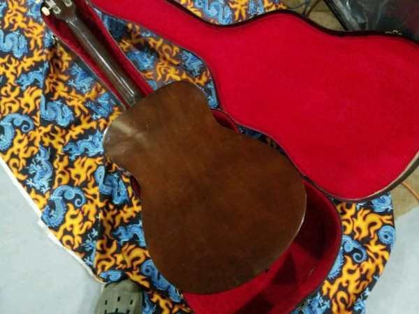 Yamaha, vintage, RED LABEL,  fg110 acoustic  with hard she'll case.  d31aa87b-58e2-4f57-b339-9ab08ea68ce2