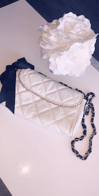 BRAND NEW WHITE QUILTED LEATHER PURSE WITH GOLD CHAIN Toronto, M8Y 3H8