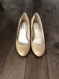 Pair of beige leather heeled shoes Vaughan, L4L 5S7