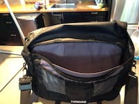 Black and gray timbuck2 classic lab top bag.Like New!! Surrey, V4A 1Y1