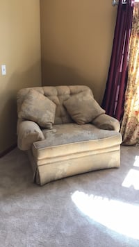 2 matching oversized chairs excellent condition Plainfield, 60585