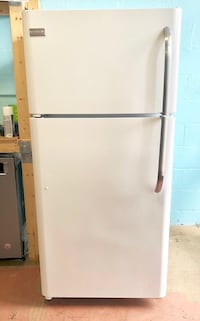 Frigidaire top freezer fridge  Reisterstown, 21136