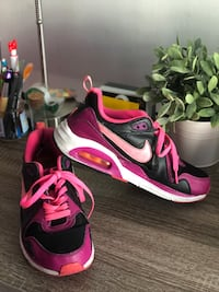 pair of black-and-pink Nike basketball shoes Burbank, 91505