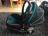 baby's black and green car seat carrier North Miami Beach, 33162