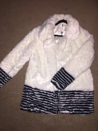 Brand new with tags. Faux Fur. size 14 London, N5X 0G1