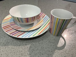 Dinnerware set and serving dish