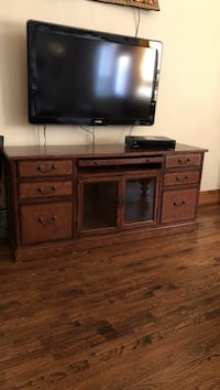 Solid wood heavy tv stand