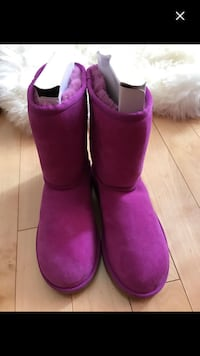 Pair of ugg classic short boots size 6 Pincourt, J7W