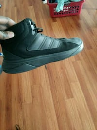 unpaired black and white Nike basketball shoe Palmdale, 93551