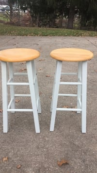 two brown-and-white wooden stools Mansfield, 44907