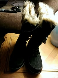 pair of black suede fur-lined snow boots Lusby, 20657