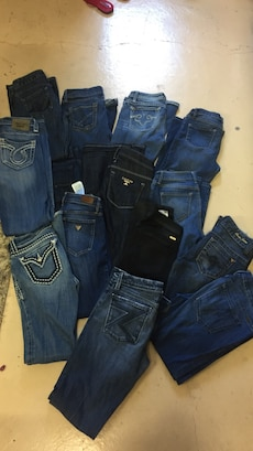 26 27  bebe guess miss me Marciano 7 each or 5 Dlls if you take more than one