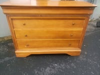 Small Oak Dresser- DELIVERY AVAILABLE  College Park