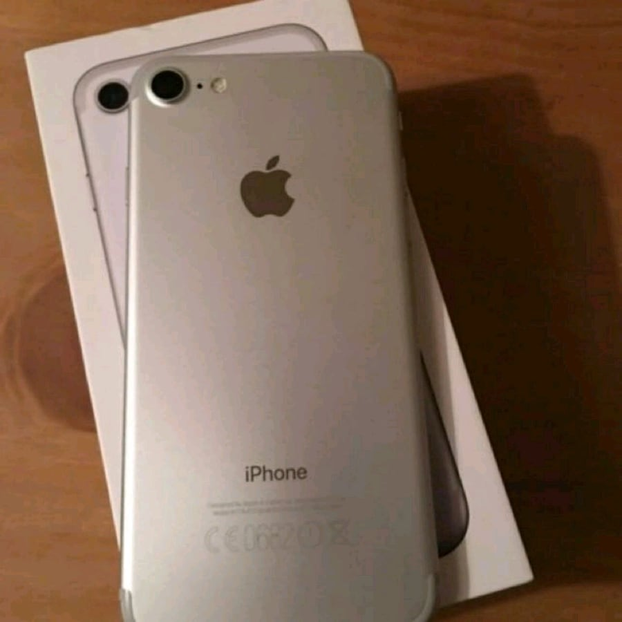 Iphone 7 Silver 32gb Mint Condition