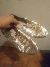 pair of silver-colored open-toe sandals 1362 mi