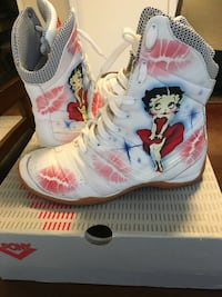 pair of white Betty Boop print boots Mississauga, L5M 3C6