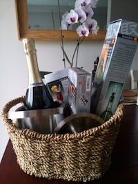 Wine/Champagne serving set Whitchurch-Stouffville, L4A 0W5
