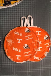 Homemade sport potholders set includes 2- Tennessee Vols Nashville, 37076