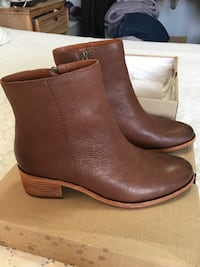 Women's brand new leather booties  North Vancouver, V7M 1H9