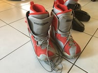 Red-and-gray snowboard boots Pickering, L1V