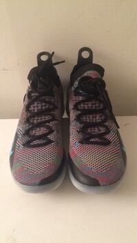 KD11 basketball shoes size 8.5 pick up only Burnaby, V3N 3B7