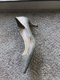 unpaired gray and white leather pointed-toe heeled shoe Rockville, 20850