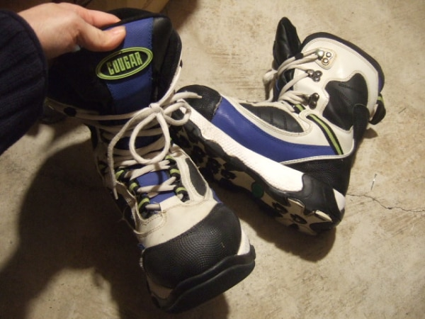 size 8 M snow board boot, 8207
