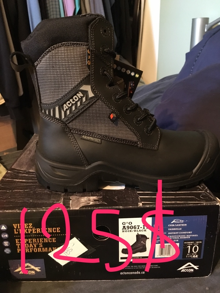 unpaired black Acton boot with box