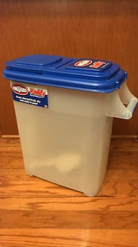 Plastic dog food container Arlington, 22204