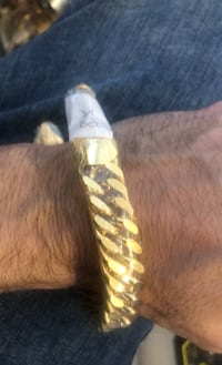 Bracelet Heavy large 24kt plated gold stainless  Laval, H7E 2P8