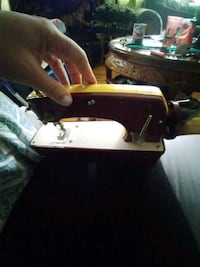 Collector edition hand crank sewing machine London, N6H 1M9