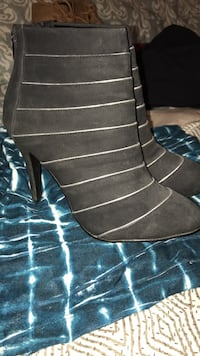 Black high heel ankle boots- size 8.5 482 km