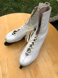 Women's ice skates size 9 with blade protector Floral Park, 11001