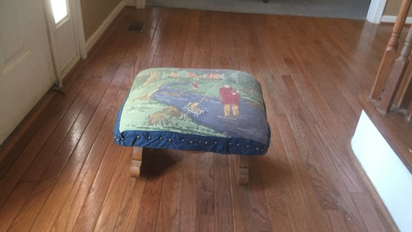 Antique foot stool 03915fcb-8637-4d61-837b-6677c93d2068