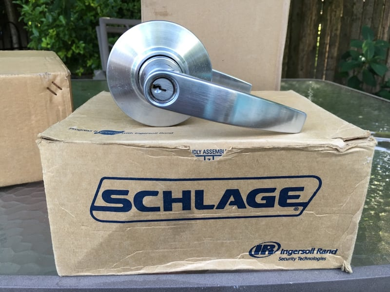 Stainless steel door knob with lock 31ba7cd5-81f7-4d7e-9c07-6fdfb0b61178