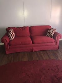red fabric 2-seat sofa está limpio y bueno $50 Temple Hills, 20735