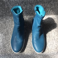 Blue leather zip up ankle boot Pitt Meadows, V3Y
