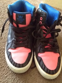 pair of black-and-red Nike basketball shoes Vancouver, V5N 1J8