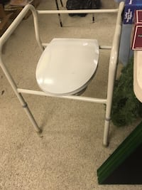 Commode  Bowling Green, 43402