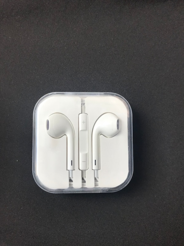 Brand new apple earphone for iPhone 5/6
