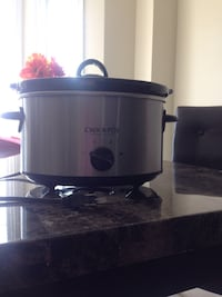 $20$ Crock Pot (Medium) Ajax, L1T 3N7