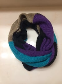 Multicolored infinity scarf in great condition. Matches everything! Patchogue, 11772