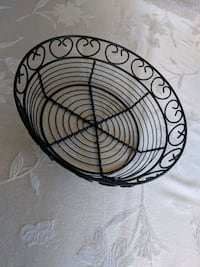 Black wire bread/fruit baskets - 6 total Beverly, 01915