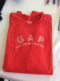 red GAP crew neck shirt Greenville, 42345