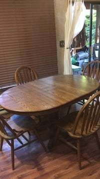 Oak table and chairs  3871 km