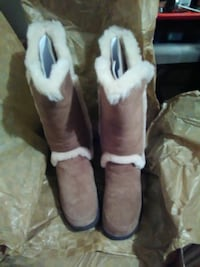 On sale now!! $130 UGG BOOTS size 7